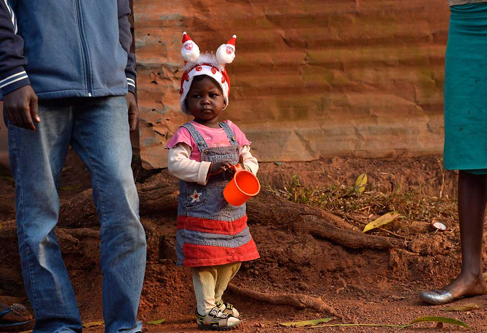 A child of the Fouh district in Bangui in the Central African Republic wears a Christmas hat on December 28, 2013. © MIGUEL MEDINA/AFP/Getty Images